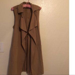 Jackets & Blazers - Sleeveless Trench Coat 🧥 size small